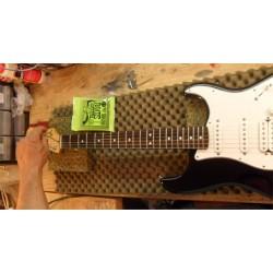 Guitare ou Basse : réglage simple avec changement de cordes